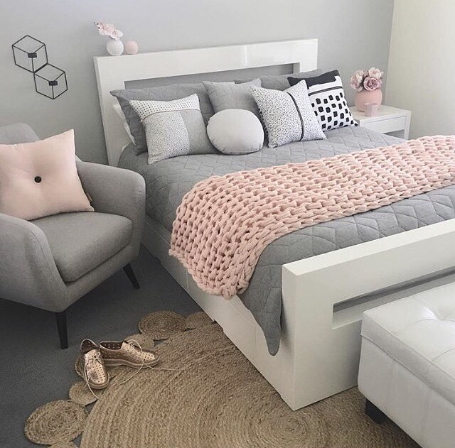 21 Grey And Silver Bedroom Ideas