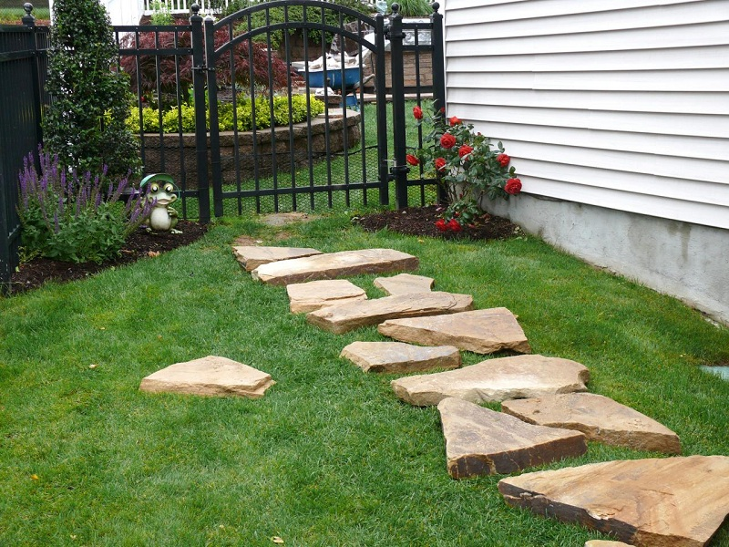 16 Amazing DIY Garden Paths And Walkways