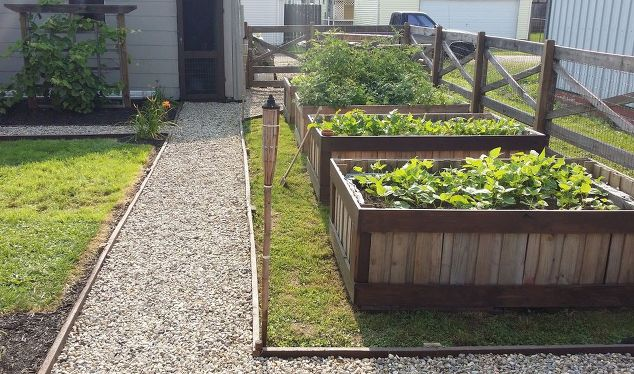 12 Backyard Pallet Projects for Today's Homestead
