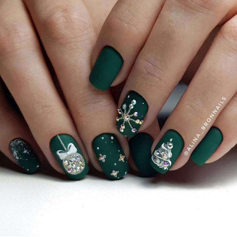 65 Trendy Christmas Bauble Nails to Try Right Now