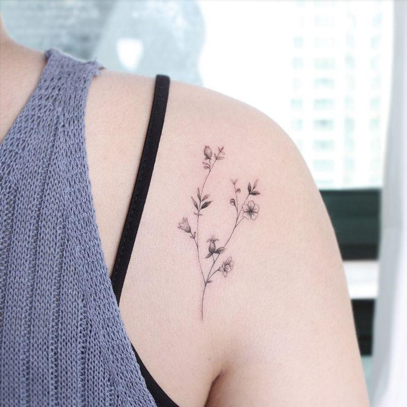 55 Elegant Shoulder Tattoos for Women You Must Try